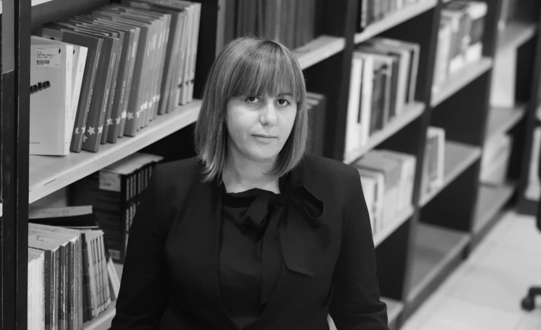 ALDA BARDHYLI: Requiem për një grua prej qelqi
