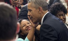 FOTOLAJM / Prit të ta fshij buzëkuqin, zoti President!