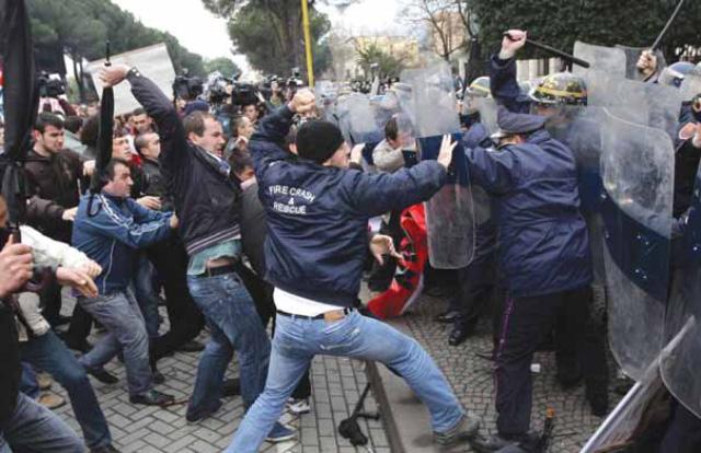 E goditën me çadër për 21 janar, sot kujdeset për Izet Haxhinë në burg (FOTO)