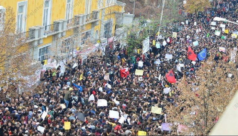 SPARTAK NGJELA/ Pikat e studentëve përbëjnë nismën antikorrupsion, a do t'i përkrahë Uashingtoni?