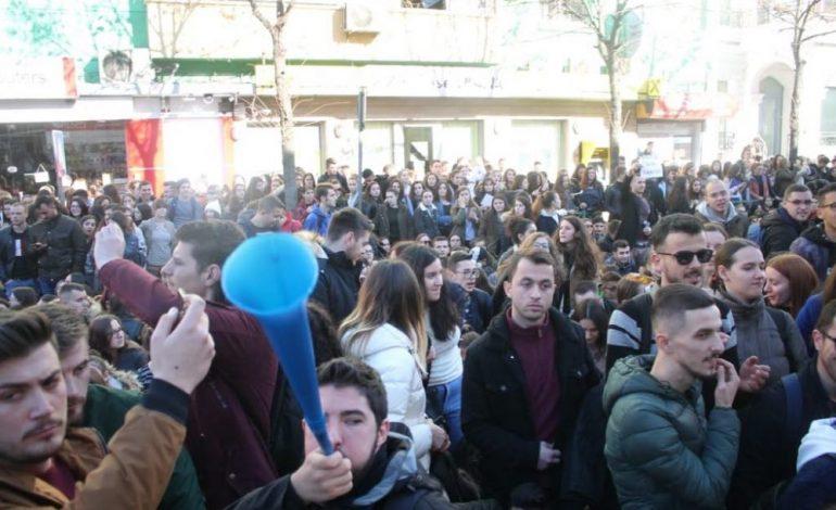 ILIR METAJ/ Një protestë studentësh të zhytur në dembelizëm, tallava e padije, nuk ma ndez gjakun