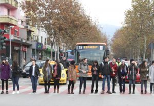 BEDRI ISLAMI/ Studentëve
