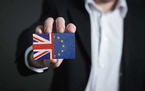 CHRIS PATTEN/ Djersa dhe lotët e Brexit