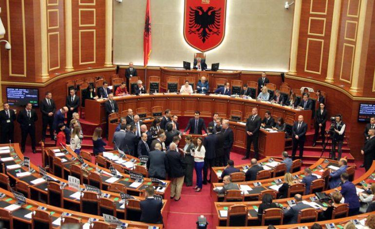 """ILIR BEQAJ/ Politika shqiptare duhet të """"rishpikë"""" veten"""