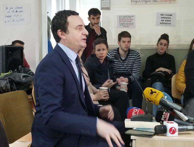 ENDRI KAJSIU/ Albin Kurti, studenti që iu kundërvu Milosheviçit, del kundër studentëve për një karrige