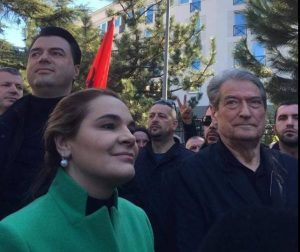 ARMANDO META/ Opozita dhe izolimi ndërkombëtar institucional