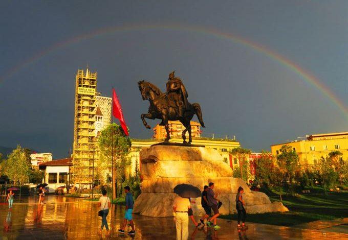 ANDRIOLA KAMBO/ Ecuria e kryeqytetit shqiptar në këto 99 vjet