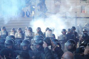 ARDIT RADA/ Katër skenarët e 16 Shkurtit, nga rrethimi i Kyeministrisë te djegia e mandateve