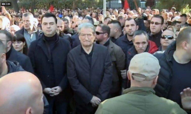 DENIS DYRNJAJA/ Përse është gabim të krahasosh protestat e Francës me ato të Shqipërisë!