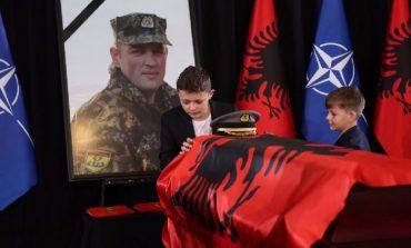 PANO HALLKO/ Shqipes i mungojnë dy flatra…