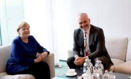 """SPARTAK NGJELA/ Merkel kërkon arrestimin e """"peshqve"""" të mëdhenj për hapjen e negociatave"""