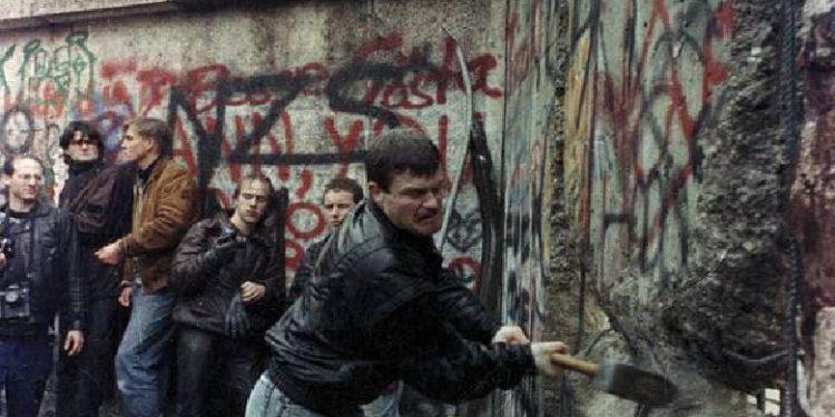 MENTOR KIKIA/ Kur gjermanët bënin historinë, ne bënim mitingje solidariteti