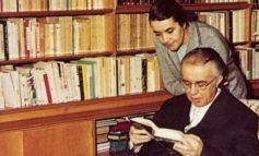 Libri i Nexhmije Hoxhës dhe pse akoma shesin lajmet me Enver Hoxhën
