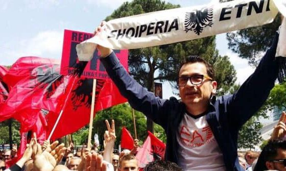 KRESHNIK SPAHIU/ Amerika foli troç: Mbështesim revolucionin, por jo rotacionin!