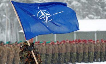 """KRESHNIK SPAHIU/ NATO duhet të zgjohet, sepse """"teshtima"""" kineze ka gjunjëzuar 30 kombet e saj"""