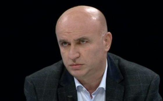 MERO BAZE/ Përpjekje e Ilir Metës për t'u dukur si president