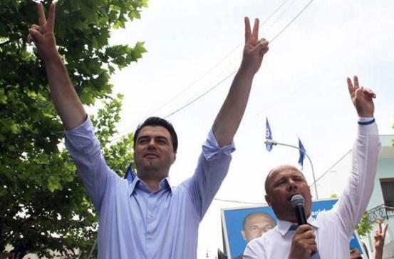 """ENDRI KAJSIU/ """"Kamza"""" shpalosi modelin e Bashës për zgjedhjet"""