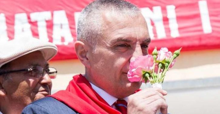 ARDIT RADA/ Presidenti i teneqeve, me sytë nga lufta e klasave