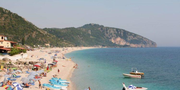 SHPËTIM LUKU/ Përse shqiptari nuk është një turist i mirë?