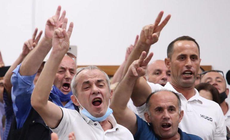 ERGYS MËRTIRI/ Për tufat e analfabetëve dhe injorantëve, që po na bëjnë gjyqin pse jemi kundër Berishës dhe pro Bashës